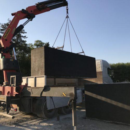 Ładowanie szamba betonowego na ciągnik